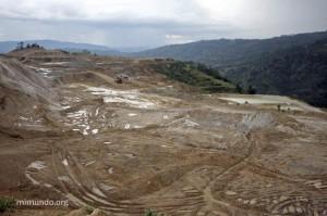 Goldcorp er et av verdens største selskaper på utvinning av gull og driver blant annet gruveanlegget Marlin, i Guatemala, i hovedsak en åpen gruve, et såkalt dagbrudd. Marlin-gruven har vært kontroversiell fra starten i 2005.